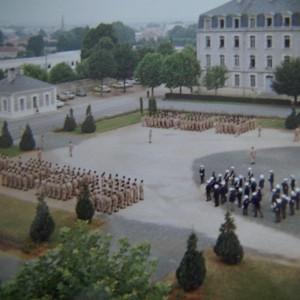 Prise d'armes au CMFP de Fontenay-le-Comte dans les années 1970, coll. part. Emile Varsovie